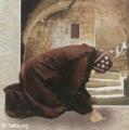 راهب بسيط يبكي لأنه لم يجد القربان بسبب خطيئته أو خطيئة الحاضرين ..ولكن حدث مالم يتوقعه أحد