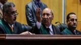 قاضي كتائب حلوان مطمئنًا المتهمين