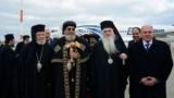 بالصور ..البابا تواضروس يصل مطار أثينا فى أول زيارة باباوية لليونان منذ ربع قرن